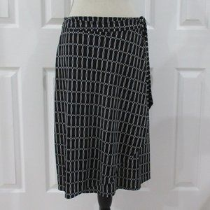 New York and Company Black and White Pattern Skirt